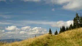 Berge und Wolken stock footage