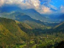 Berge und Wolken in diesem Paradies cocora Tal lizenzfreies stockfoto