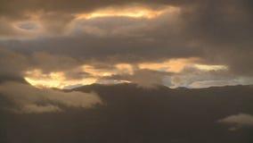 Berge und Wolken stock video footage