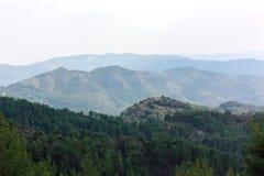 Berge unter Nebel Lizenzfreie Stockfotos