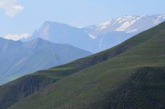 Berge vom größeren Kaukasus erstrecken sich in Nationalpark Shahdag, Aserbaidschan lizenzfreies stockfoto