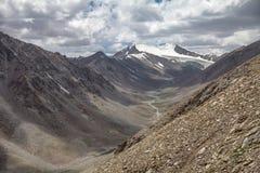 Berge von Ladakh-Strecke des Himalajas nahe Leh, Indien Lizenzfreie Stockfotos