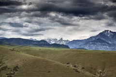 Berge von Süd-Kirgisistan Stockfotografie