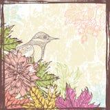 Übergeben Sie gezogenen Herbstlaub und Blumen Retro- Karte mit Vogel Stockfotografie
