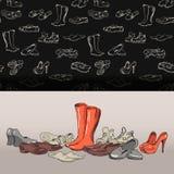 Übergeben Sie zeichnende verschiedene Arten von unterschiedlichen Schuhen im Vektor Stockbilder