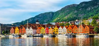 bergen Норвегия Взгляд исторических зданий в Bryggen- Hanseat стоковые фотографии rf