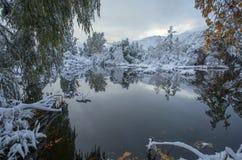 Bergen av Kirgizistan, oktober Arkivfoton
