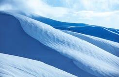 Bergen behandelde sneeuw Royalty-vrije Stock Foto's