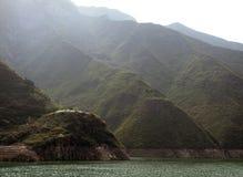 Bergen bij Rivier Yangtze royalty-vrije stock fotografie