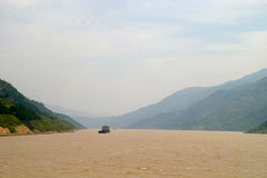Bergen bij Rivier Yangtze Stock Afbeelding
