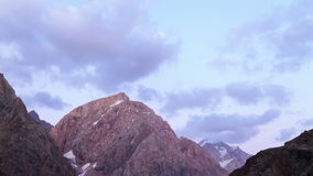 Bergen bij zonsondergang gezoem Timelapse Pamir, Taji stock footage