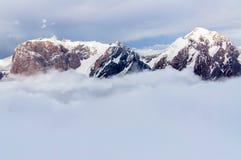 Bergen boven de wolken Royalty-vrije Stock Foto