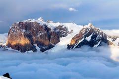 Bergen boven de wolken Stock Foto's