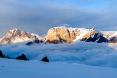 Bergen boven de wolken Royalty-vrije Stock Foto's