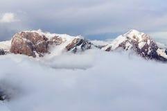 Bergen boven de wolken Royalty-vrije Stock Afbeelding
