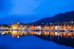 Bergen Bryggen nachts Stockfoto