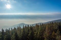 Bergen in de mist Royalty-vrije Stock Afbeeldingen