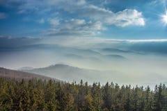 Bergen in de mist Stock Fotografie