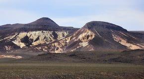 Bergen in de Woestijn van Doodsvallei, Californië Stock Foto's