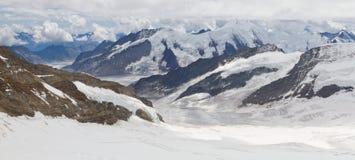 Bergen die Aletsch-gletsjer, Zwitserland omringen Stock Foto