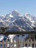 Bergen die in sneeuw worden behandeld Royalty-vrije Stock Afbeeldingen