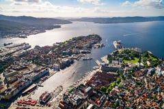Bergen is een stad en een gemeente in Hordaland op de westkust van Noorwegen Bergen is de second-largest stad in Noorwegen stock afbeelding