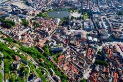 Bergen is een stad en een gemeente in Hordaland op de westkust van Noorwegen Bergen is de second-largest stad in Noorwegen stock foto's
