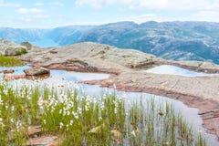 Bergen en fjorden in Noorwegen Stock Foto's