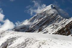 Bergen en gletsjer. Royalty-vrije Stock Afbeeldingen