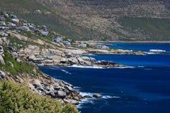 Bergen en kustlijn Royalty-vrije Stock Afbeeldingen
