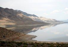 Bergen en leurdermeer in Nevada royalty-vrije stock foto