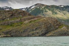 Bergen en meer bij puerto natales Royalty-vrije Stock Afbeelding
