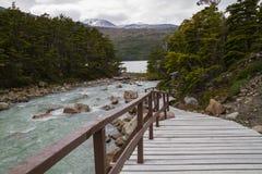 Bergen en meer bij puerto natales Stock Foto