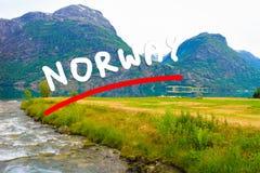 Bergen en meer in Noorwegen, Stock Fotografie