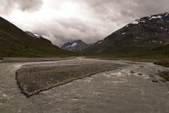 Bergen en rivier Royalty-vrije Stock Afbeeldingen