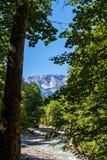 Bergen en Rivier in de Alpen Royalty-vrije Stock Foto