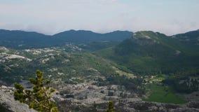 Bergen en valleien van een hoogte stock video