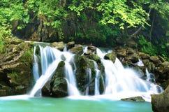 Bergen en vodospad royalty-vrije stock afbeelding