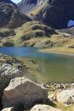 Bergen en water in Tena-vallei, de Pyreneeën Panticosa Stock Afbeeldingen