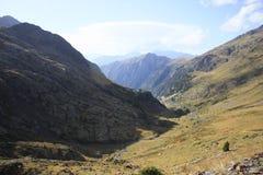 Bergen en water in Tena-vallei, de Pyreneeën Urdiceto Stock Foto's