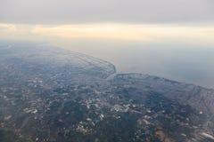 Bergen en Wolken van vliegtuig Royalty-vrije Stock Foto's