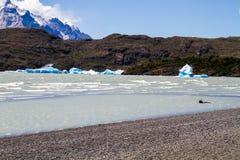 Bergen, gletsjer en meer bij puerto natales Royalty-vrije Stock Afbeelding