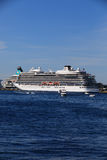 BERGEN HAMN, NORGE - MAJ 27, 2017: Privata fartyg på en rad alo Royaltyfri Fotografi