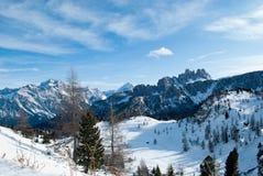 Bergen i Cortina, monteringen Nuvolau och Averau Arkivfoto