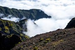 bergen i norden av ön av madeiran Arkivfoto
