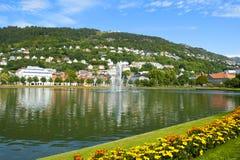 Bergen landskap med det Floyen berget Royaltyfri Fotografi
