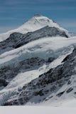 Bergen met een gletsjer royalty-vrije stock afbeeldingen