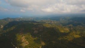 Bergen met het tropische boseiland van Filippijnen Cebu stock video