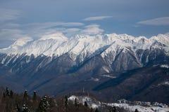 Bergen met sneeuw snowcaps landschap dat worden behandeld Stock Fotografie