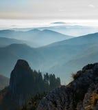 Bergen in mist Stock Foto
